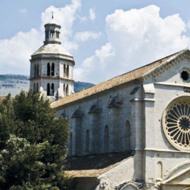 L'abbazia di Fossanova e gli incantevoli paesaggi che la contornano