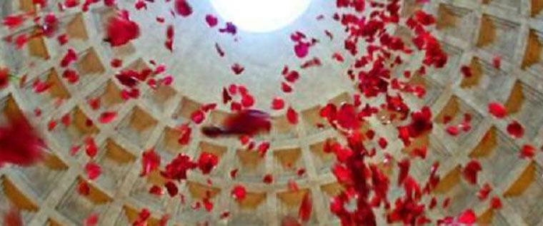 Pioggia di petali al Pantheon – Roma